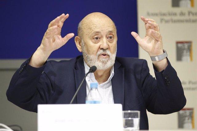 El presidente del CIS, José Félix Tezanos, participa en una mesa redonda en el Curso de Verano de la Asociación de Periodistas Parlamentarios (APP) en el Campus Madrid de la Universidad Rey Juan Carlos.