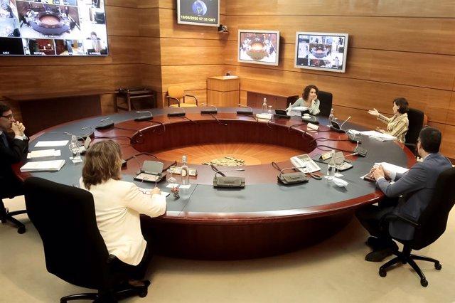 El presidente del Gobierno, Pedro Sánchez, preside el consejo de Ministros donde se aprobará un nuevo tramo de 20.000 millones de euros
