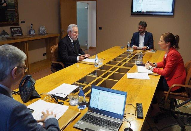 Mesa de la Diputación Permanente del Parlamento de Galicia, el 19 de mayo, día en que se publica la convocatoria de elecciones autonómicas para el 12 de julio