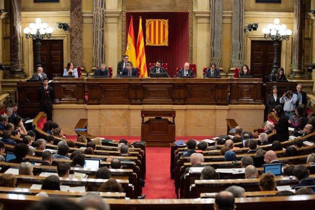 Pleno del Parlament en una imagen de archivo.