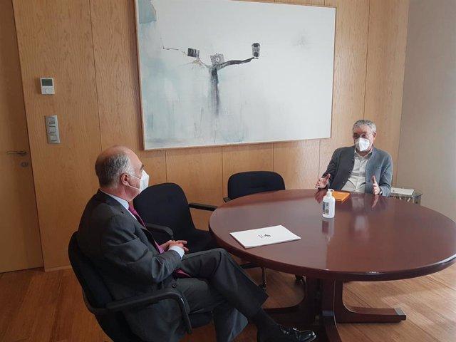 Reunión del presidente Fundación Ibercaja y Comisionado para la Infancia del Gobierno de Aragón.