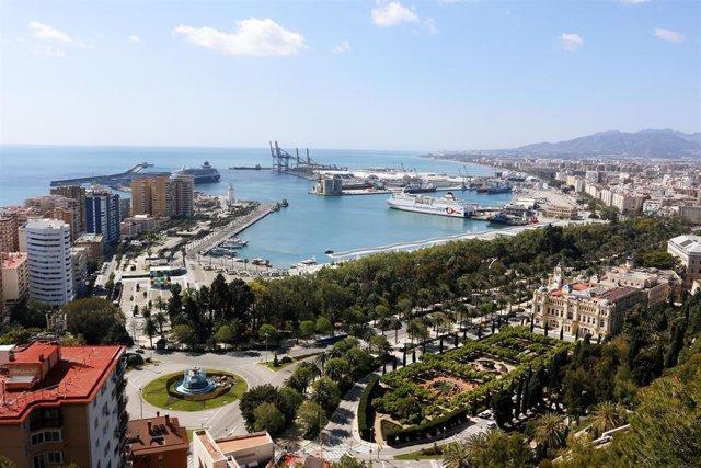Vistas del puerto de Málaga