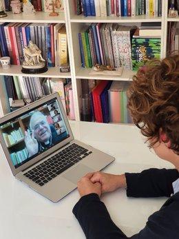 El obispo de Córdoba, en la pantalla del portátil, en uno de los encuentros telemáticos con los profesores de Religión.