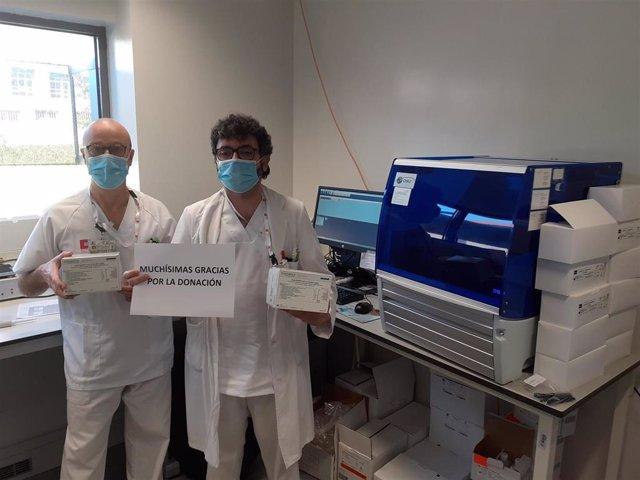 Sanitarios con el material  donado gracias a los 21.000 euros recaudados en la campaña en Nestlé