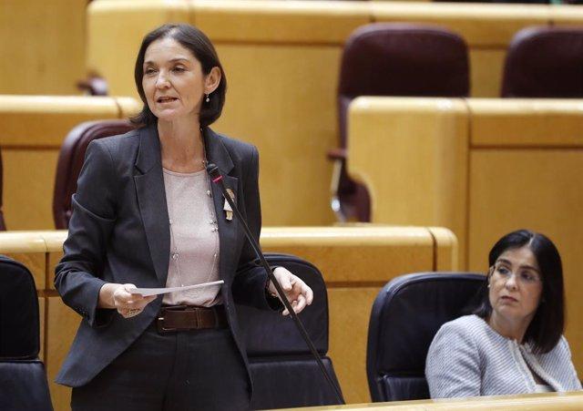 La ministra de Turismo, Reyes Maroto, en la sesión de control al Gobierno en el Senado.