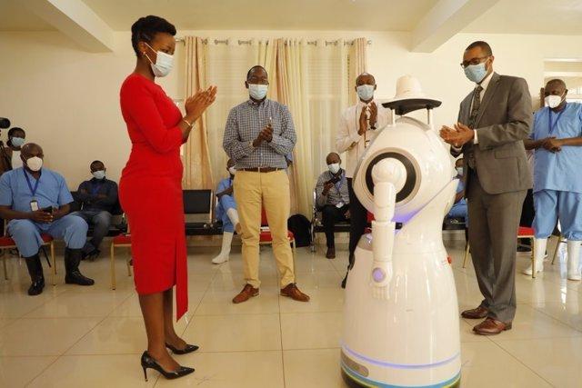 Uno de los robots que usará Ruanda para tareas de vigilancia y atención a pacientes de coronavirus