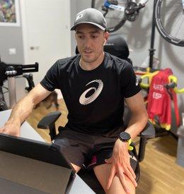 El triatleta español Fernando Alarza