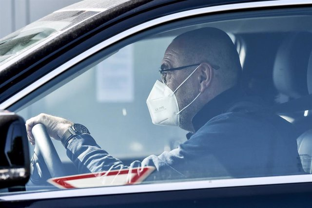 18 May 2020, Italy, Turin: Juventus manager Maurizio Sarri arrives at the club's training ground. Several countries around the globe have started to ease COVID-19 lockdown restrictions in an effort to restart their economies and help people in their daily