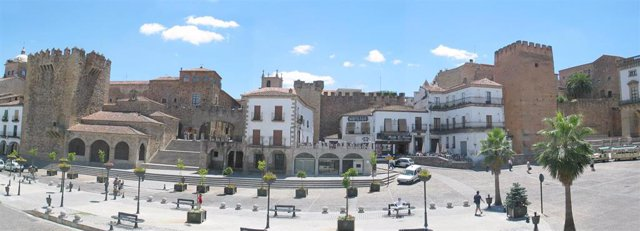 Casco histórico de Cáceres, paseo, avenida, despejado