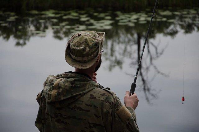 Los cazadores y pescadores deberán llevar mascarilla si no se puede mantener la