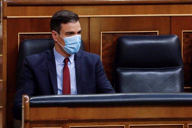 El presidente del Gobierno, Pedro Sánchez, al inicio del debate este miércoles en el Congreso de la quinta prórroga del estado de alarma después de que el Ejecutivo rectificara ante la presión de los grupos y solicitara una ampliación de quince días y no