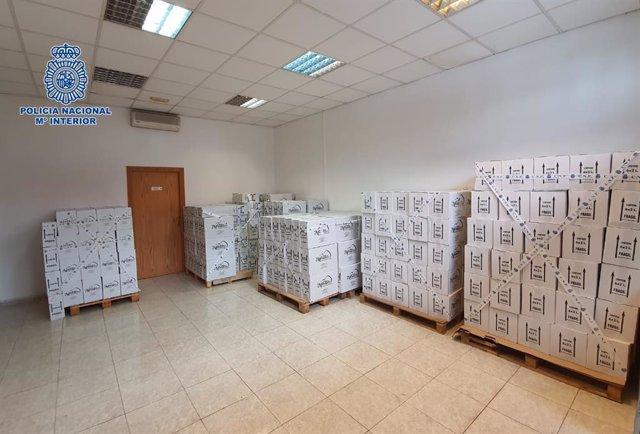 Botellas de aceite intervenidas en uan operacióm contra una red de estafa en Tenerife