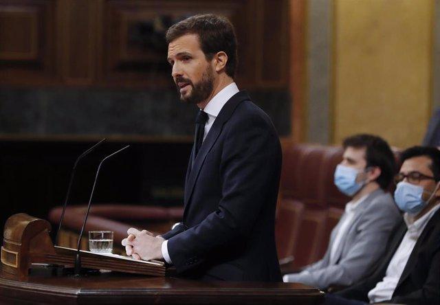 El líder del Partido Popular, Pablo Casado, interviene en el pleno del Congreso que debate este miércoles la quinta prórroga del estado de alarma.