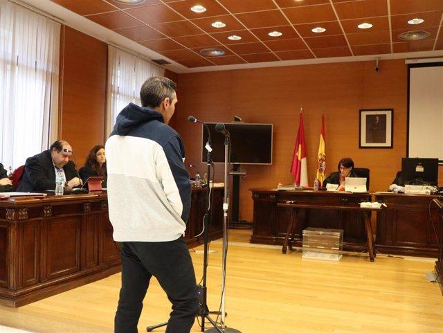 Acusado de degollar a su mujer en Azuqueca durante el juicio.