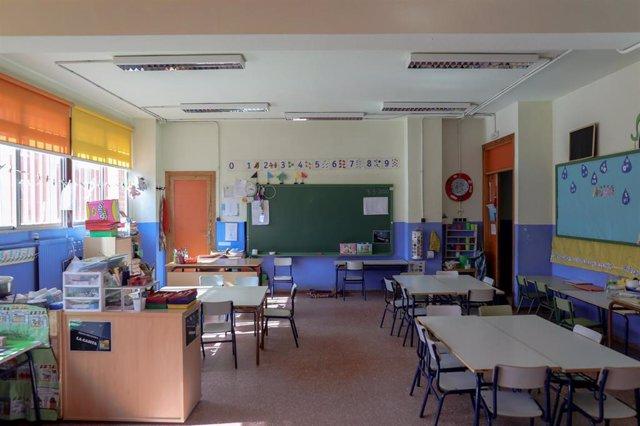 Aula vacía en un colegio de Madrid tras la suspensión de las clases por el coronavirus.