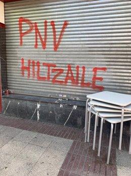 PNV condena pintadas alusivas al preso de ETA Patxi Ruiz en el batzoki de Lakua en Vitoria