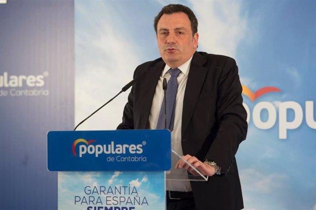 El senador del PP por Cantabria Félix de las Cuevas
