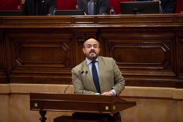 El líder del PP català, Alejandro Fernández, en la seva intervenció en el ple del Parlament del 27 de gener de 2020.