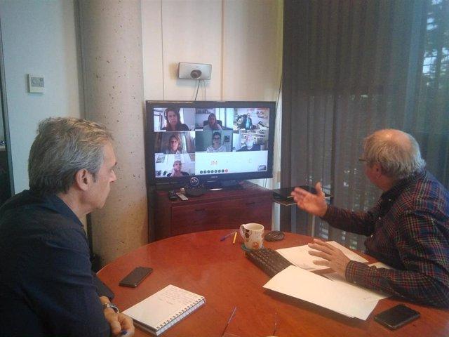 El director general de Consumo, Fèlix Alonso, y el jefe del departamento de Protección y Defensa de los Derechos de los Consumidores, Jesús Cuartero, se reúnen con las asociaciones de consumidores.
