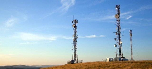 Torres con antenas de telecomunicaciones del operadora mayorista Internet para Todos (IpT) Perú lanzado por Telefónica