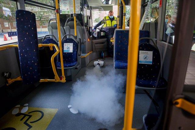 Mesures higiènic-sanitàries engegades per l'empresa d'autobusos ALSA, concessionària de 98 línies d'autobusos del Consorci Regional de Transports, a Madrid (Espanya) a 17 de maig de 2020.(arxiu)