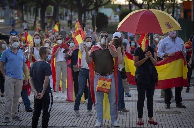 Un grupo de personas durante una marcha en contra la gestión del Gobierno, en Santa Justa
