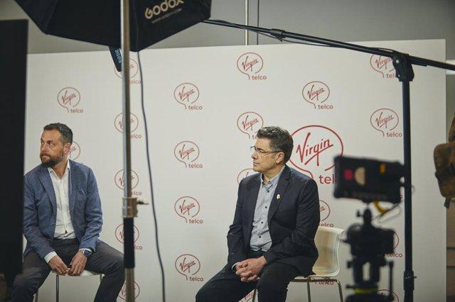 Rueda de prensa en la que Euskaltel  anuncia su expansión nacional con el lanzamiento de Virgin telco (a la derecha, su consejero delegado , José Miguel García