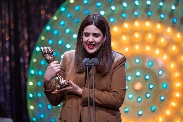 La directora Belén Funes recibe el Premio Gaudí a la mejor película en lengua no catalana por 'La hija de un ladrón', durante la entrega de los XII Premios Gaudí que concede la Academia del Cine Catalán, en Barcelona (España), a 19 de enero de 2020.