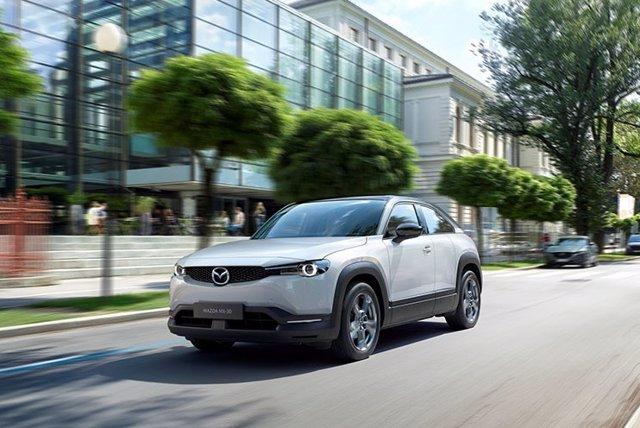 Imagen del primer vehículo eléctrico de Mazda, el MX-30.