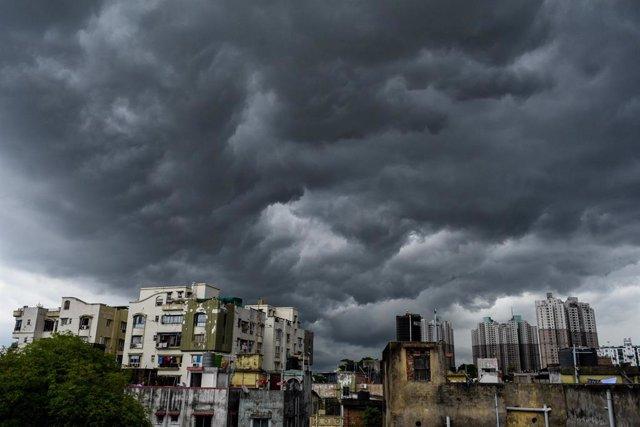 Clima.- El ciclón 'Amphan' toca tierra en el este de India tras perder fuerza en