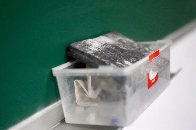 Esborrany de pissarra a l'interior d'un aula. En Valdemoro, Madrid (Espanya), a 20 de maig de 2020 (arxiu)