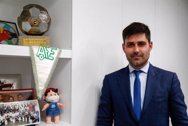 El presidente de AFE, David Aganzo, posa en su despacho de la sede del sindicato en Madrid