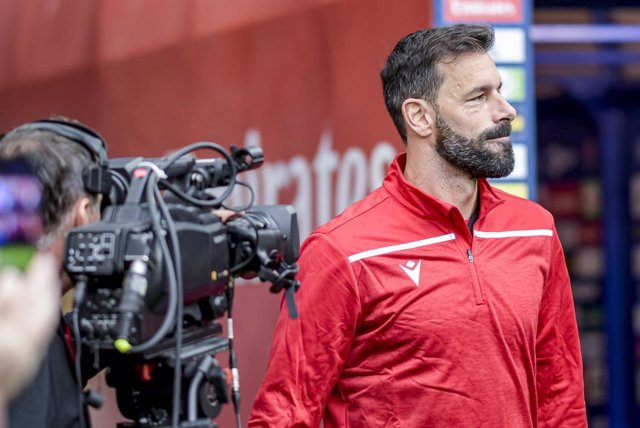 Fútbol.- Van Nistelrooy desmiente haber dicho un día a Capello que el vestuario