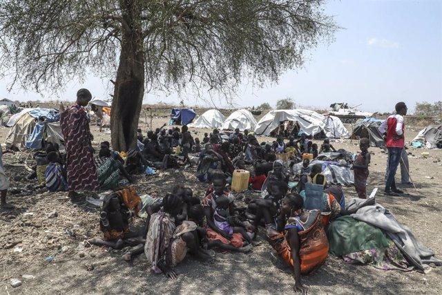 Sudán del Sur.- Una autoridad local eleva a casi mil los fallecidos por los comb