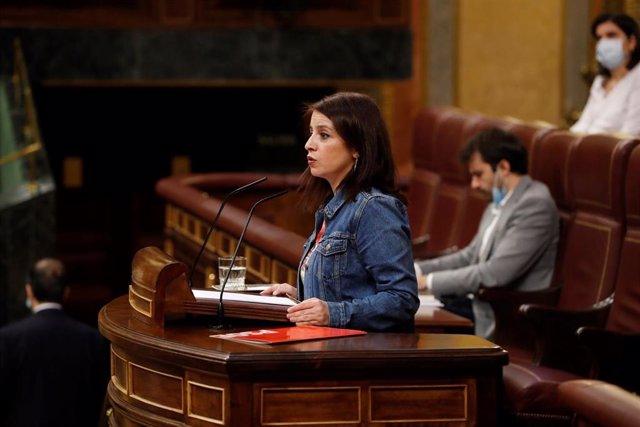 La portavoz del PSOE, Adriana Lastra, interviene en el del pleno del Congreso que debate este miércoles