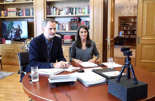 Los Reyes mantienen una videoconferencia con los artistas José Mercé, David Bisbal y Miguel poveda
