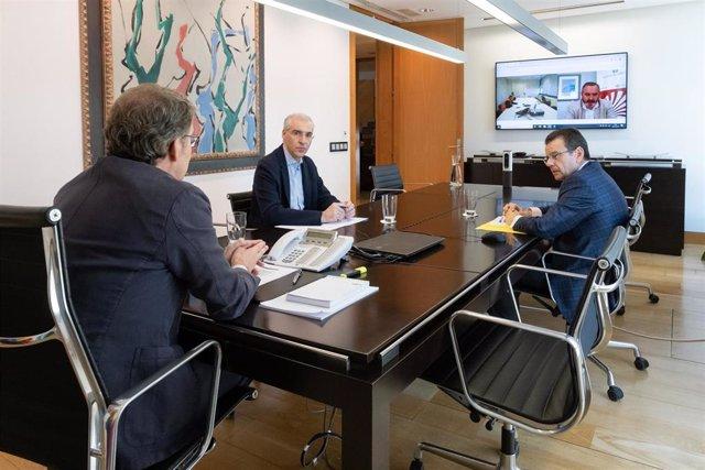 Alberto Núñez Feijóo, Franciso Conde y Ángel Bernardo Tahoces mantienen videoconferencia con comité de Alcoa San Cibrao