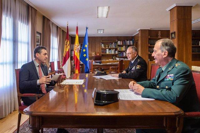 El delegado del Gobierno en C-LM, Francisco Tierraseca, reunido con los responsables de la Policía Nacional y la Guardia Civil en la región.