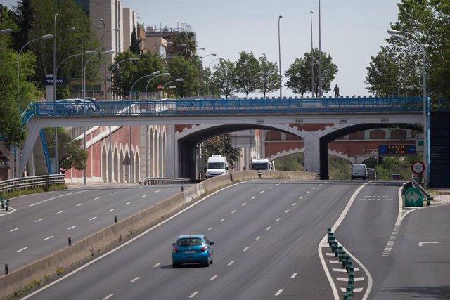 Tramo de la autopista de la M-30 durante la fase 0 de la desescalada, en Madrid
