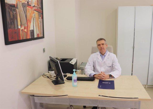 El doctor Andrés Sánchez Yagüe, jefe de Servicio de Aparato Digestivo del hospital Vithas Xanit Internacional