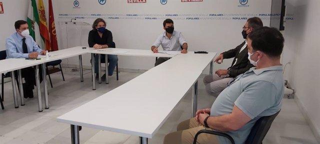 Reunión de miembros del PP con Alcentro