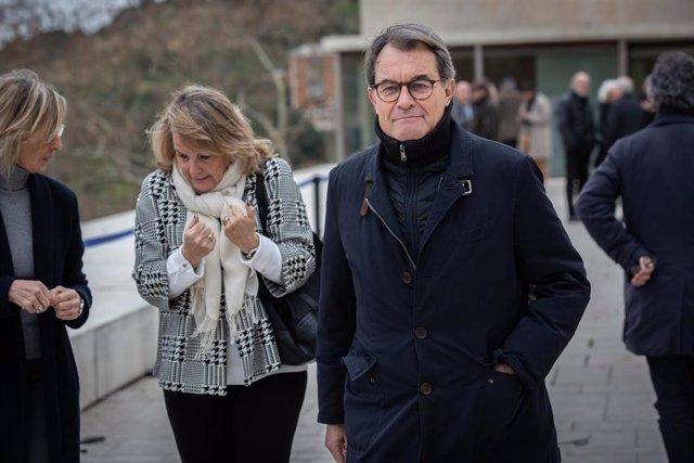 El expresidente de la Generalitat Artur Mas, a su salida del funeral de Diana Garrigosa, esposa del expresident de la Generalitat Pasqual Maragall, en el Tanatorio de Sant Gervasi en Barcelona/Catalunya (España) a 12 de febrero de 2020.