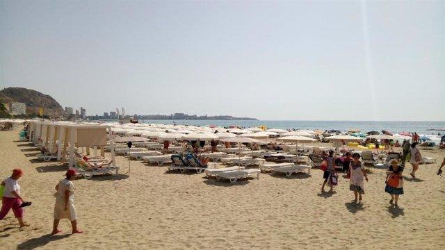 Playa de El Postiguet, imagen de archivo.