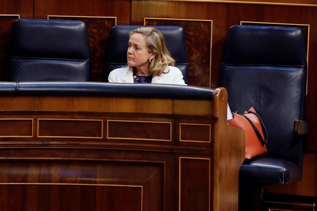 La ministra de Economía, Nadia Calviño, durante el pleno del Congreso que debate y vota este miércoles la quinta prórroga del estado de alarma, en Madrid (España), a 20 de mayo de 2020.