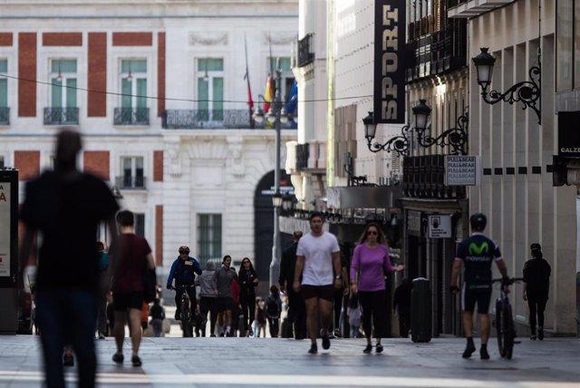 Congestión de personas caminando por la Calle Preciados de Madrid el segundo día de desconfinamiento durante la Pandemia Covid-19 que ha generado el Estado de Alarma en España. A 3 de Mayo, 2020 en Madrid, España