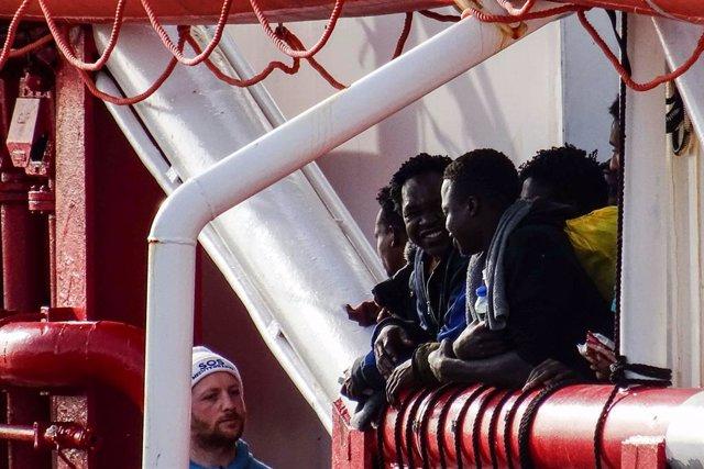 Coronavirus.- Muere ahogado tras saltar al agua un migrante tunecino en cuarente