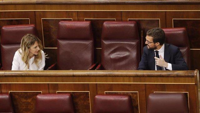El líder del PP, Pablo Casado, y la portavoz de la misma formación, Cayetana Álvarez de Toledo, durante en el pleno del Congreso.