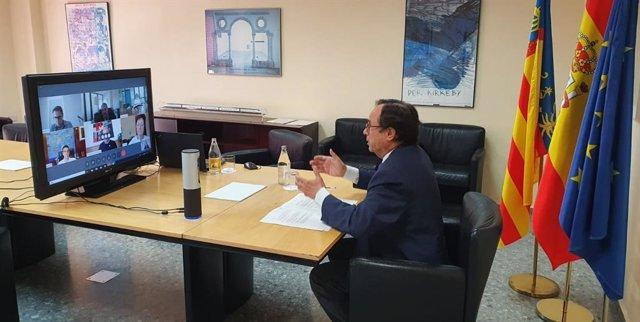 El conseller de Hacienda y Modelo Económico, Vicent Soler, se ha reunido este miércoles por videoconferencia con los rectores y rectoras de las universidades públicas valencianas con el fin de firmar la constitución de la Red de Cátedras de Transformación