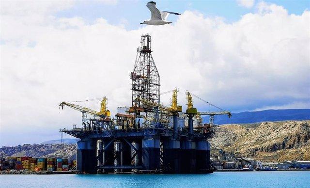 Plataforma petrolífera Ocean Confidence atracada en Almería
