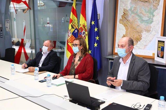 Reunión del Gobierno de Aragón con entidades locales para hablar de las piscinas municipales y de las fiestas patronales.